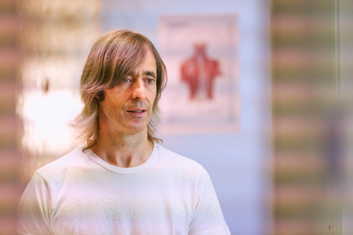 Mikel Urroz, quiromasajista y terapeuta craneosacrla  en Osina Ekogunea
